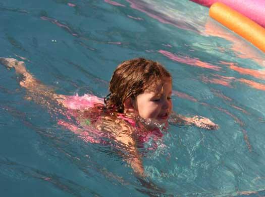 Frankie_swimming