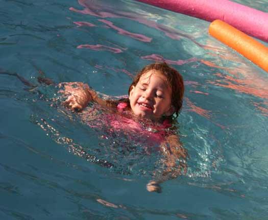 Frankie_swimming_3