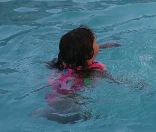 Frankie_swimming_4
